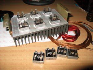Закрепление диодных сборок на радиаторе.