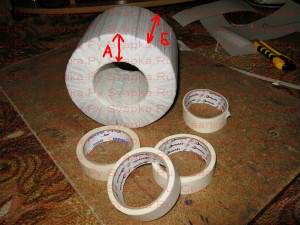 Провод для первичной обмотки наматываем на самодельный челнок, сделанный из куска ДСП.