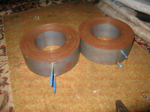 Два кольца тороидального трансформатора.