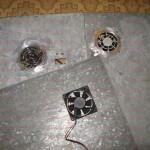 Сверлим отверстия крепления вентиляторов и примеряем