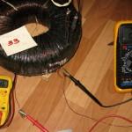 Наматываем 33 витка и проверяем минимальное напряжение