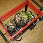 Крепим силовой трансформатор и блок реле