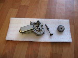 Двигатель стеклоочистителя от ВАЗ 2112, задний