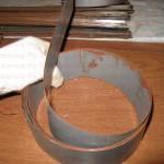 Берем обойму и аккуратно вставляем пластины стык в стык