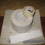 Берем бумажный малярный скотч