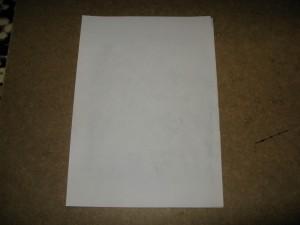 Лист бумаги на плате с фоторезистом